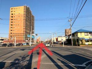 赤塚駅南口前の交差点を直進