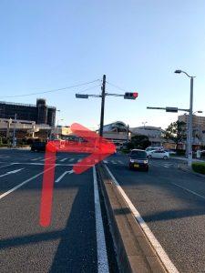 赤塚駅前の交差点を右折します